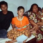 Mädchen nach Tsunami und 7 Jahren Quälerei endlich zu Hause
