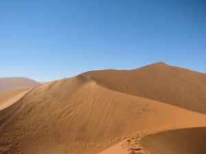Sandduenen in der Wueste Namibias