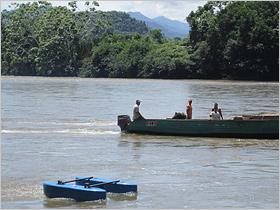 Smart-Hydro-Turbine im Wasser; Kleinwasserkraftwerk Peru