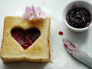 Toast, Toast mit Herz, Marmeladen-Toast