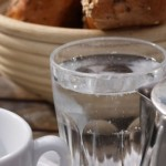 Genügend Wasser am Tag kann Kopfschmerz lindern