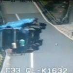 Eine Frau rettet ihre Familie vor umstürzendem Lkw