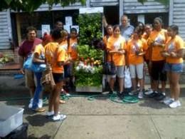 Stephen Ritz mit seinen Schülern, bepflanzen mit Schülern