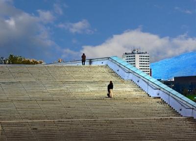 Breite Treppe, Treppensteigen, Kalorien verbrennen, abnehmen, positive nachrichten, Krafttraining, Ausdauertraining, Stufen, Joggen, Intervalltraining