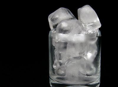 Eis-Getraenk, eikaltes getreank, kaltes wasser, trinken, positive nachrichten