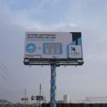 Eine Werbetafel spendet Trinkwasser aus der Luft
