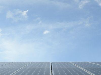Roboter reinigt Solarmodule, positive nachrichten