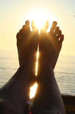Entspannung, Fuesse, Sonne, positive nachrichten, reiki, yoga, Meditation, MBSR