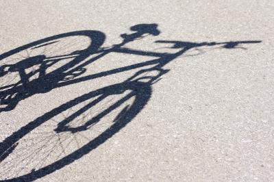 Fahrradschatten, Zeitungsjunge, Paperboy, positive nachrichten