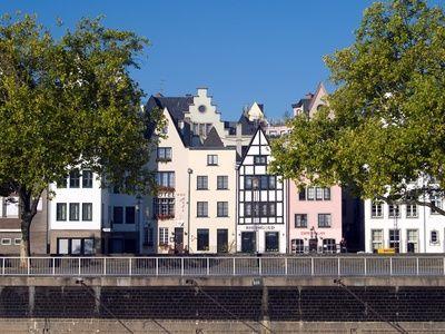 Fassaden in Köln, positive nachrichten, holu fassaden, schallgeschützte fenster, Holz und Aluminium