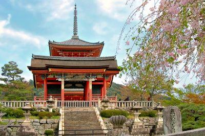 Kyoto, Tempelgebaeude im Kiyomizu-Tempel, positive nachrichten, aeltester mensch