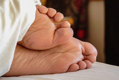 Fuesse, ausreichend schlaf, positive nachrichten