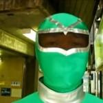 Tokios U-Bahn hat einen grünen Superhelden