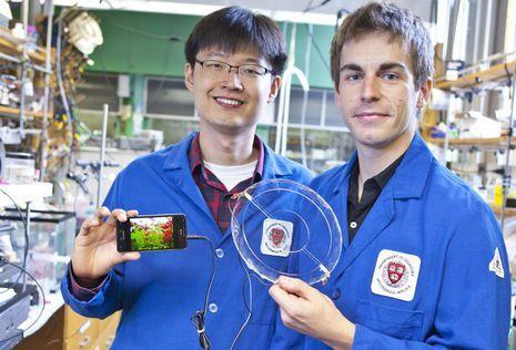 wissen  Forscher erfinden durchsichtigen und dehnbaren Lautsprecher Gel Lautsprecher