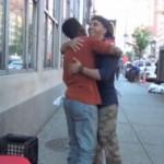 ″Make The Homeless Smile″- ein herzerwärmendes Video macht die Runde