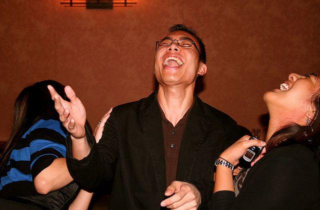 Herzhaftes Lachen, Glueck, Freude, positive nachrichten, zitate