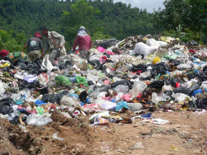 muellberg, kambodscha, funky junk, plastik, positive nachrichten