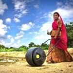 Das ″Wasserrad″ entlastet Frauen in armen Ländern