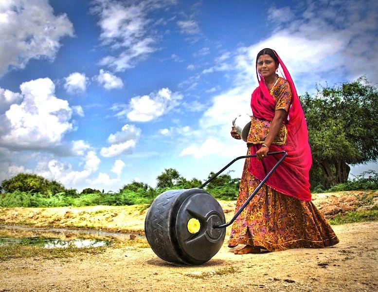 erfolgsgeschichten  Das ″Wasserrad″ entlastet Frauen in armen Ländern wasserrad