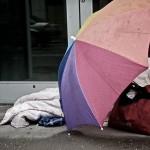 Vom Obdachlosen zum Lotto-Millionär der anderen hilft