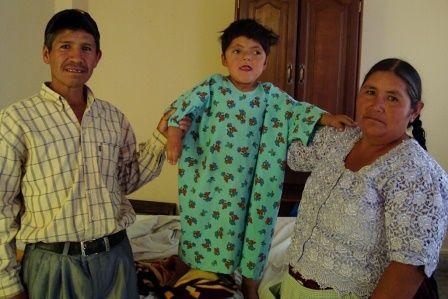 Jhon mit seinen Eltern, positive nachrichten
