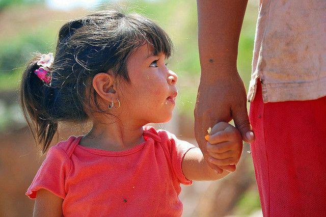 Mexico_Maedchen an der Hand, positive nachrichten