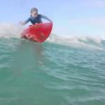 Hauptsache glücklich: Surfen begeistert Sechsjährige mit Erbkrankheit