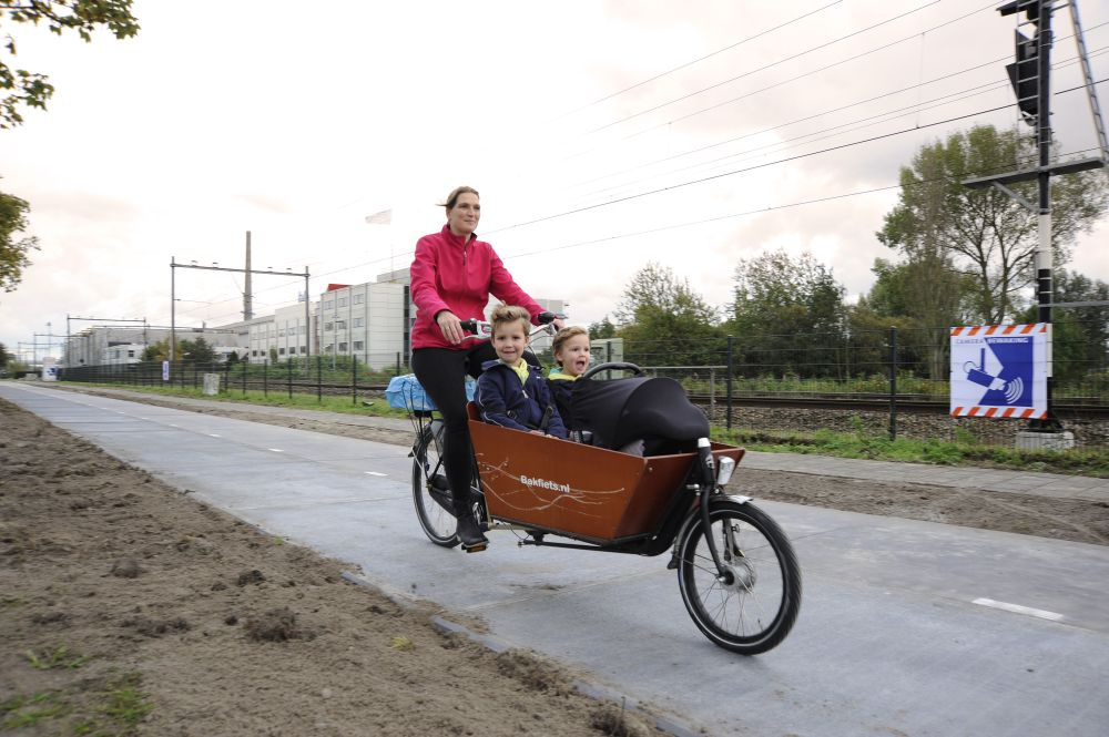 solaroad, fahrradweg erzeugt strom, sonnenenergie