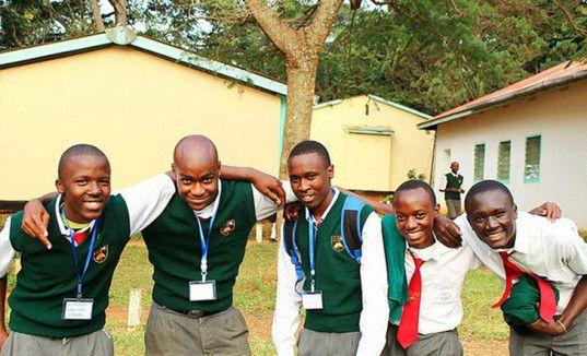 Leroy_Mwasaru_und_Schulfreunde, positive nachten