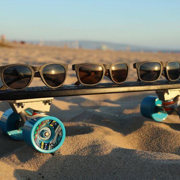 Bureo Skateboard und drei Sonnenbrillen aus alten Fischernetzen