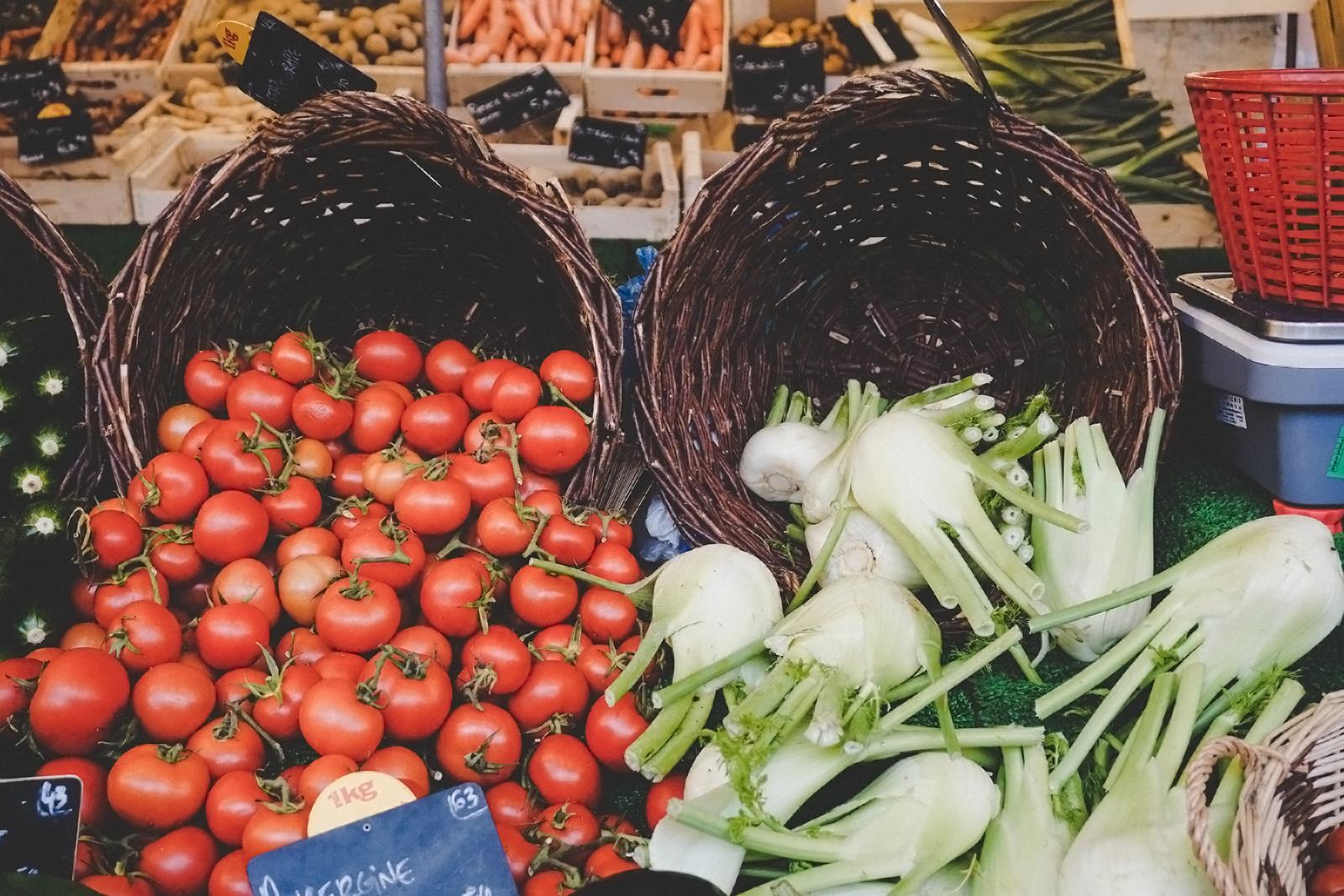 Onst und Gemüse an einem Lebensmittelstand