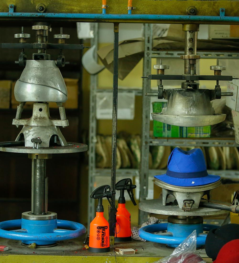 Maschinen mit denen die Kopfbedeckung von ReHats hergestellt wird
