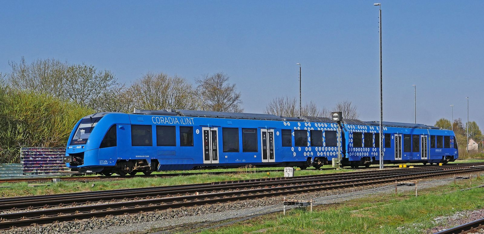 Wasserstoffbetriebene Regionalbahn des französischen Herstellers Alstom komplett fotografiert